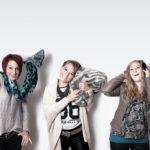 Um jede der vier Akteurinnen optimal ins Bild zu setzen, wurde das Teamporträt aus vier Einzelbildern gestitcht.