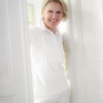 Dr. Elfriede Weber hat es sich mit ihrer Zahnarzt-Ordination zum Ziel gesetzt, ihren Patienten eine entspannten Zahnbehandlung zu bieten. Im  Bild heißt die  Medizinerin den virtuellen Besucher in  heller, freundliche Atmosphäre willkommen.